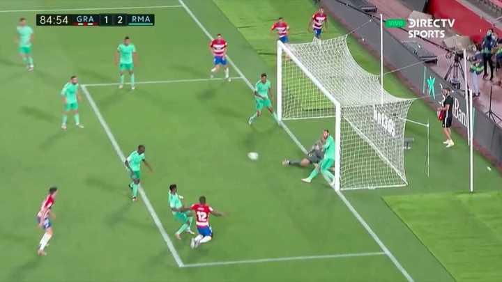 ¡Sergio Ramos la sacó en la línea!