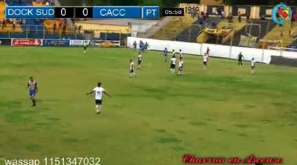 Leandro Caruso le dio la victoria a Dock Sud ante Central Córdoba