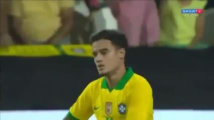 De tiro libre, Coutinho puso el segundo