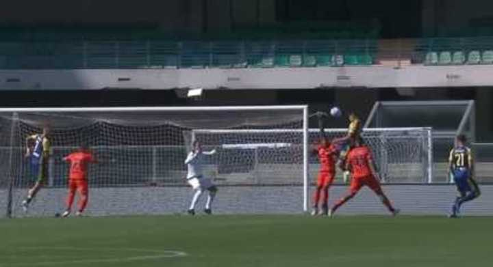 Gio Simeone abrió al goleada del Hellas Verona