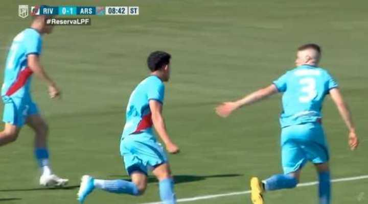 Con gol de Maciel, Arsenal le ganó a River en Reserva