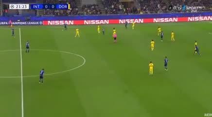 Lautaro Martínez y su gol ante Borussia Dortmund