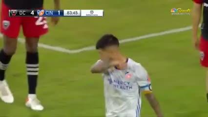 Luciano Acosta y el gol del honor para Cincinnati