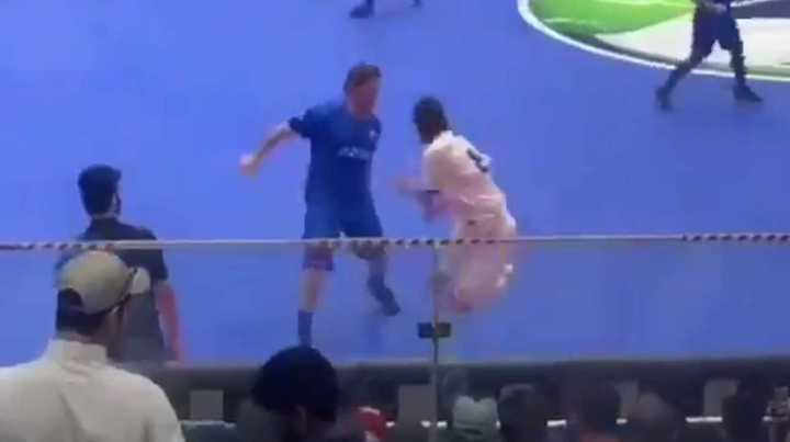 Si te metés con Totti, te pueden pasar cosas como éstas...