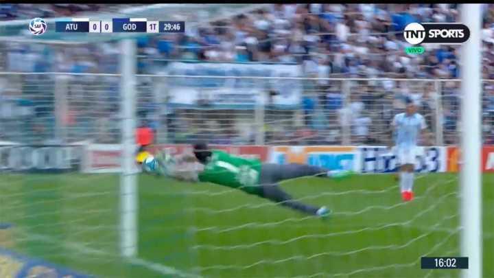Lucchetti salvó el arco de Atlético