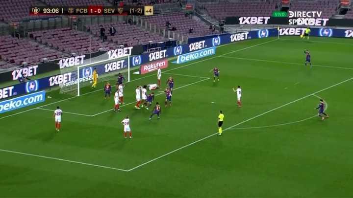 El festejo a los saltos de Messi en el gol de Piqué