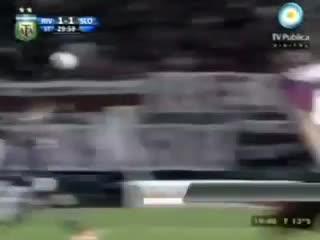 El blooper de Carrizo, el último gol del Ciclón en Núñez