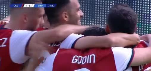 Gio Simeone anotó el 2-1 del Cagliari ante el Crotone