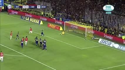 Atajadón de Marcos Díaz que evitó el gol de Fernández