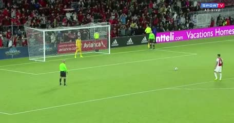 Magallán falló un penal en su debut en Ajax