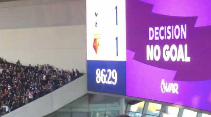 Confusión en el gol del Tottenham
