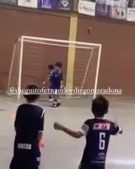 Gol de Dieguito Fernando y festejo como papá Diego