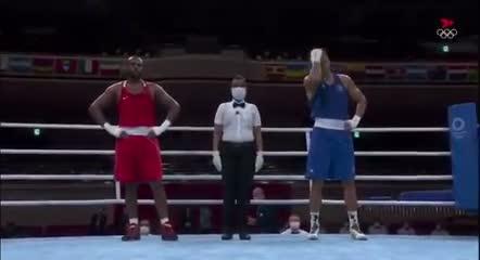 ¡Un boxeador olímpico le intentó morder la oreja al rival!