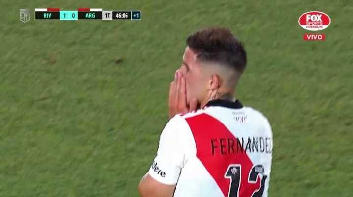 El palo le negó el tanto a Enzo Fernández