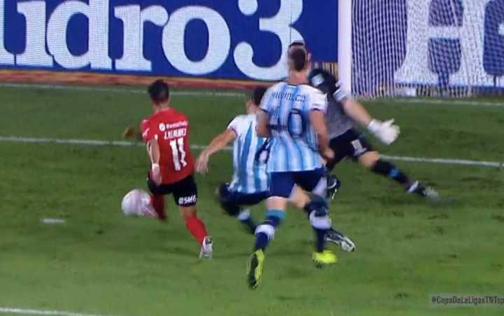 El Rojo tuvo la posibilidad de gol en el final del primer tiempo