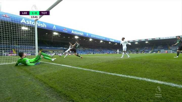 Dallas y el 1-0 para Leeds frente al Tottenham