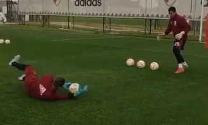 Armani se prepara para jugar contra Liga de Quito