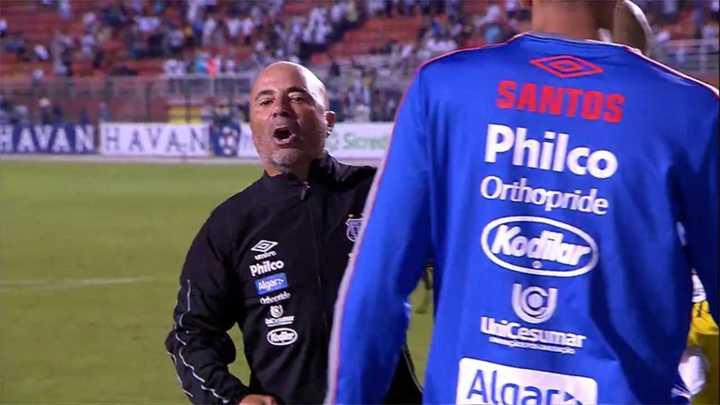 """Sampaoli se calentó con el DT rival y le gritó """"cagón"""""""