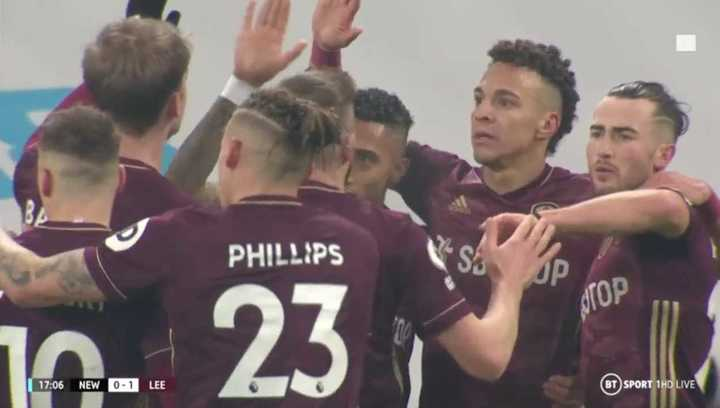 Raphinha puso el 1 a 0 del Leeds