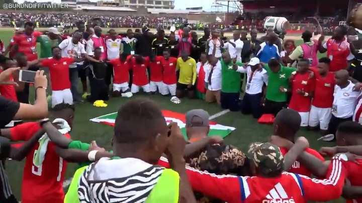El festejo del plantel y el pueblo de Burundí