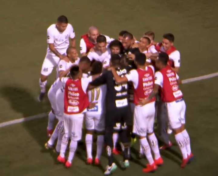 Santos le ganó 3-0 a Guaraní y puntea el torneo Paulista