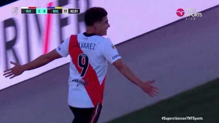 Golazo y doblete de Julián Álvarez