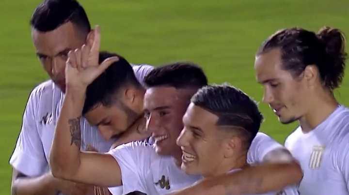 Racing arrancó ganando con gol de Martínez