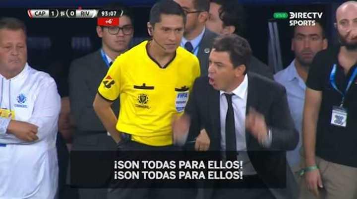 Gallardo le reclamó al cuarto árbitro