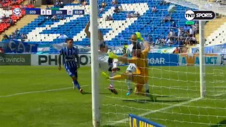 Banfield se perdió el segundo gol de manera increíble