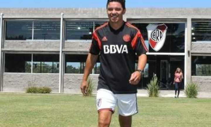 Gallardo sobre el River Camp
