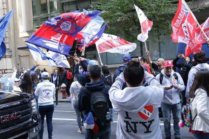 Las hinchadas marcharon juntas en Nueva York