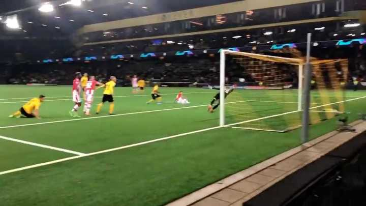 El gol de Mateo García para el Estrella Roja ante Young Boys