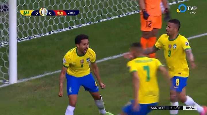 Marquinhos anotó el primero para Brasil