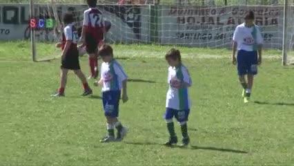 Taborda desde muy chiquito jugando al fútbol.