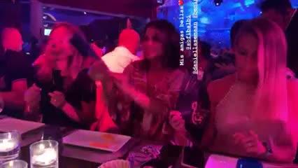 Antonela, Messi y sus amigos cenando en Lío de Ibiza