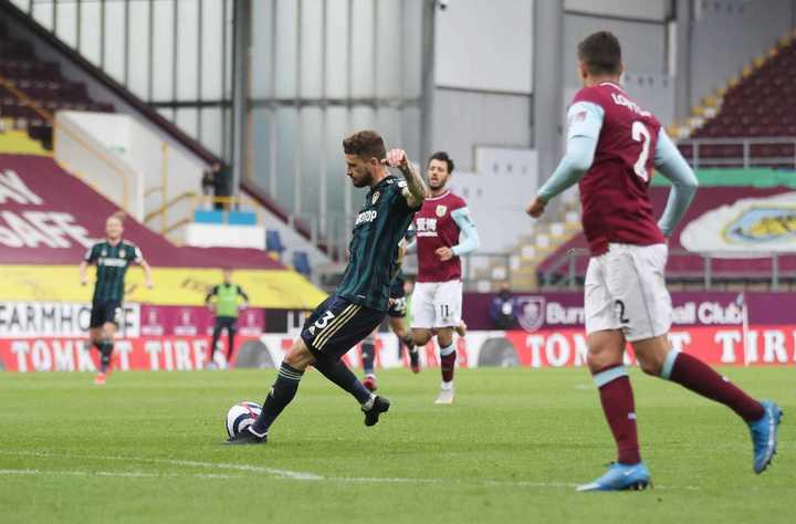 Klich, tras una gran contra, puso el 1-0 para Leeds sobre Burnley