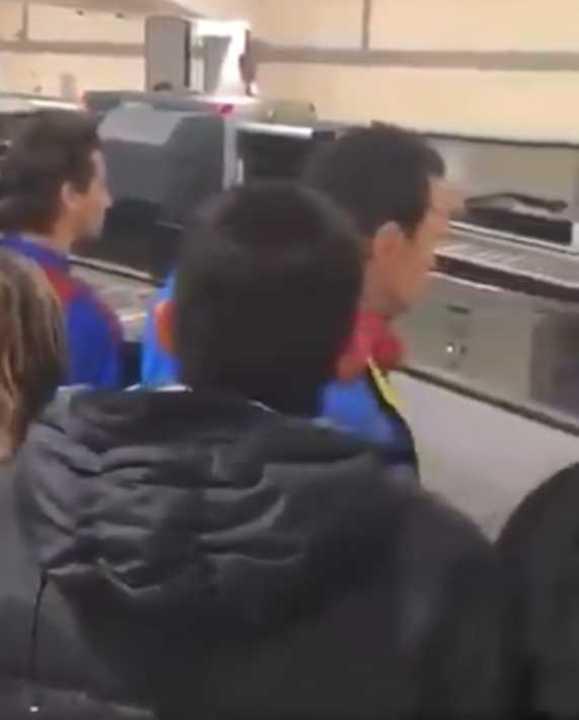 Insultos para Messi en el aeropuerto