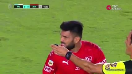 Romero remató cerca del palo de Arias