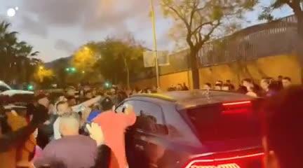 Así atacaron el auto de Koeman