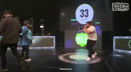 Tremendo minuto de Rapder contra Jony Beltrán