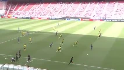 El increíble gol con ¡cuatro caños! de Kubo