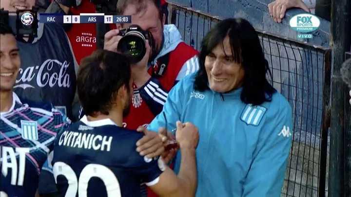El festejo de Cvitanich luego de marcar el gol