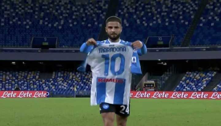 Insigne, gol y homenaje a Diego