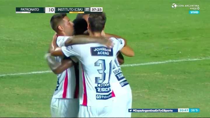 Patronato abrió el marcador con gol de Silveira