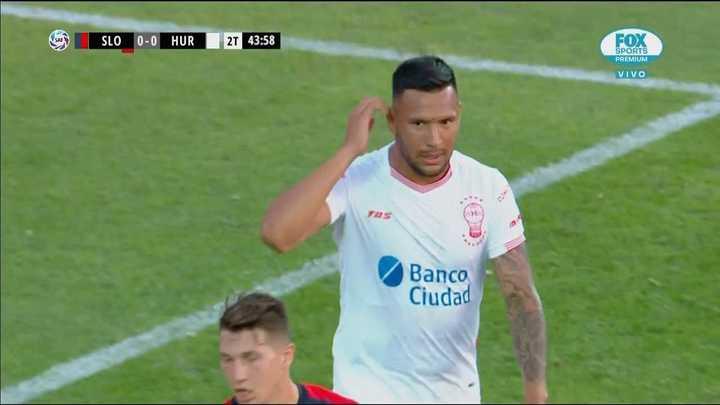 Le anularon un gol a Chávez
