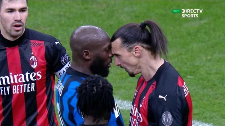 Fuerte cruce entre Lukaku y Zlatan
