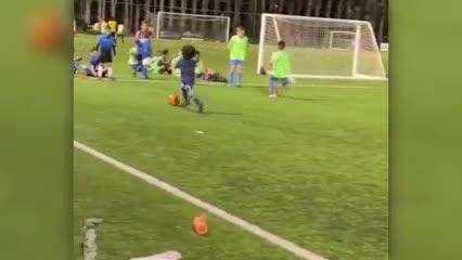 Así juega el pibe de 5 años al que fichó el Arsenal