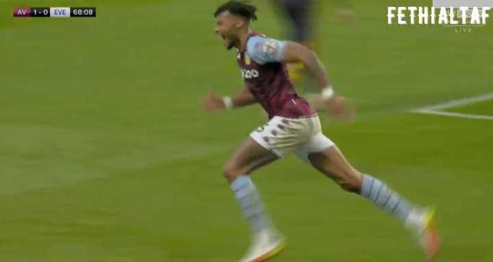 Aston Villa le ganó 3 a 0 a Everton