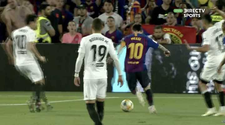 El palo impidió un golazo de Messi