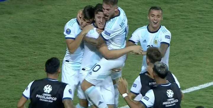 Caño y gol argentino frente a Colombia para ponerse arriba